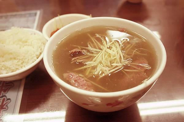 清燙牛肉湯搭配白飯