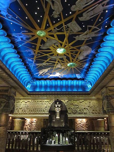 07英國倫敦Harrods百貨老闆Mohamed Al Fayed來自埃及,所以在特闢埃及廳表示不忘本。