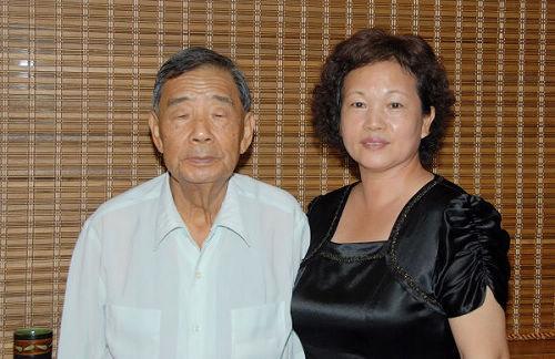台南市書法學會理事長楊玉秀女士與創會會長潘錦夫先生合影