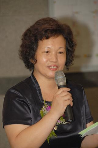 台南市書法學會理事長楊玉秀女士