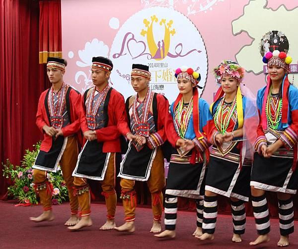 2014阿里山神木下婚禮-鄒族傳統舞蹈讓新人體驗鄒族統婚禮