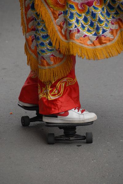 踩滑板的電音三太子_0024.JPG