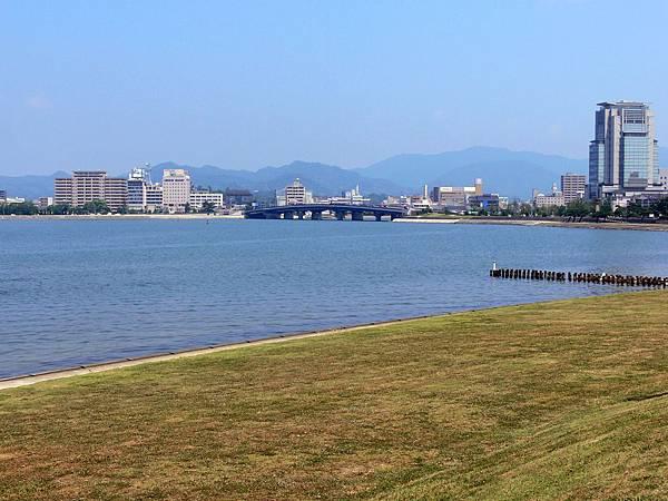 湖畔1 Shoreline 1.JPG