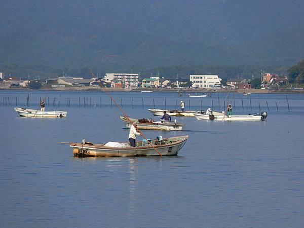シジミ漁 Shijimi Fishermen.JPG