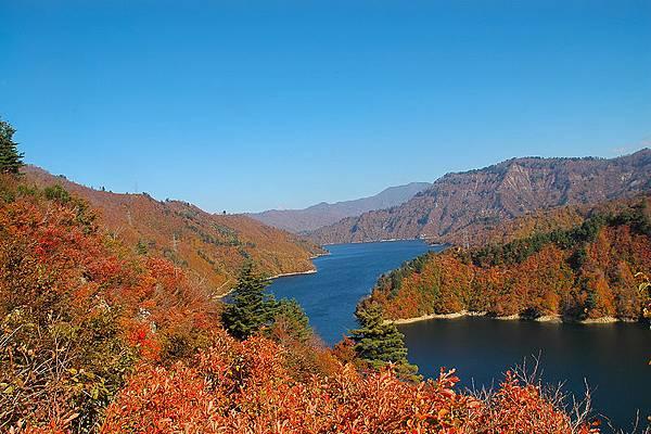 800px-Lake_Okutadami_004.jpg