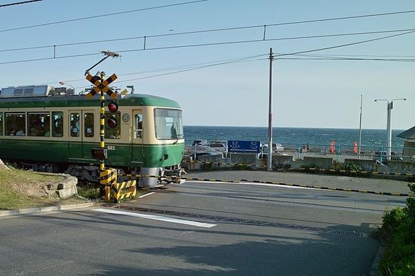 800px-Shichirigahama_Enoshima_Electric_Railway.jpg