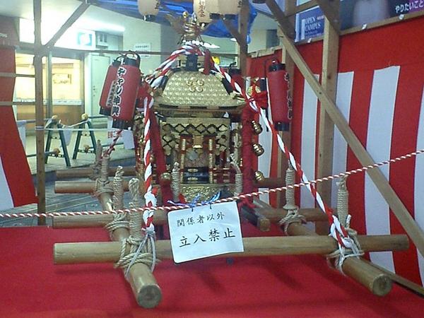 800px-Osaka_Tenjinmatsuri_Gyaru-mikoshi.jpg