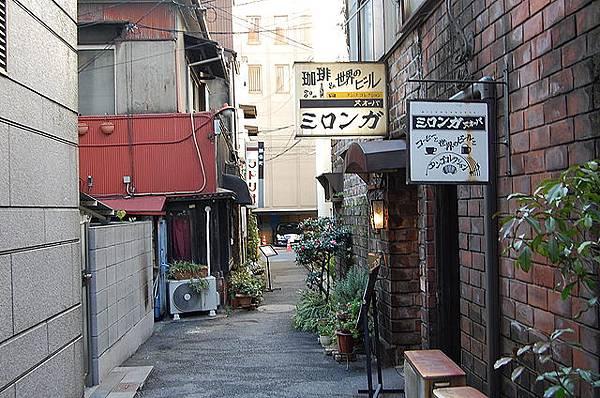 640px-Cafe_by_Koichi_Suzuki_in_Kanda-Jinbocho,_Tokyo.jpg