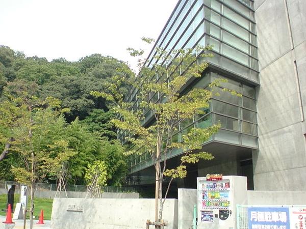 Saka-no-ue-no-kumo_Museum