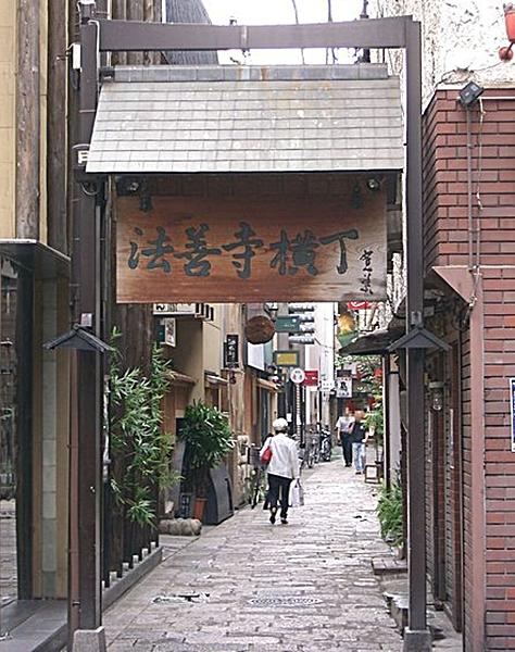 445px-Hozenji-yokocho1