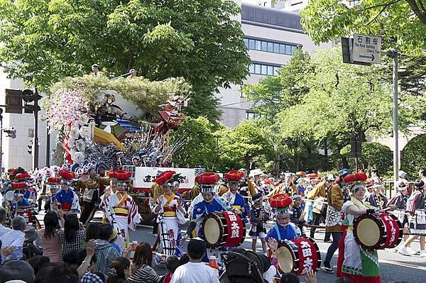 800px-Tohoku_Rokkonsai_Festival_2nd_Morioka_Sansa-Odori