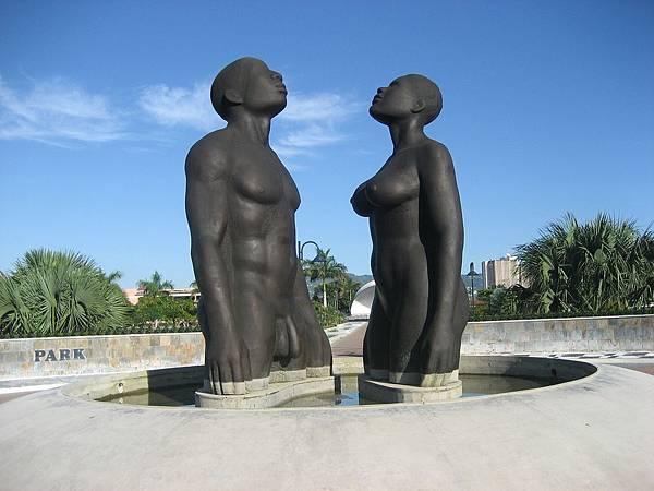 statue-440308_1280
