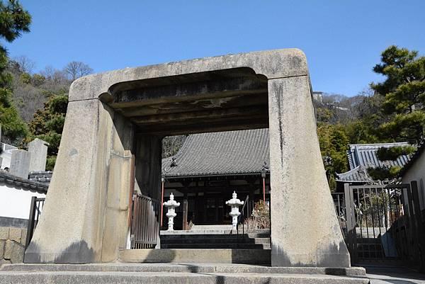 No2500_持光寺の石門