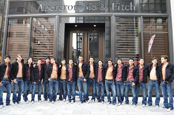 abercrombie_fitch_ginza_store_models_03-thumb-600x397-19768.jpg