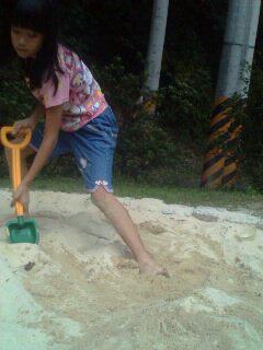 我要堆很大很大的沙丘~~