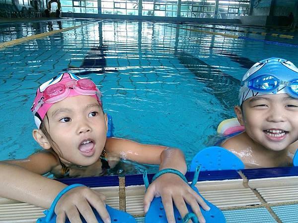 泳將1238922_576974742363381_1667993083_n.jpg