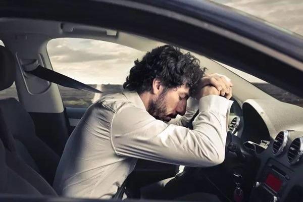 赤炎炎夏日-疲勞駕駛