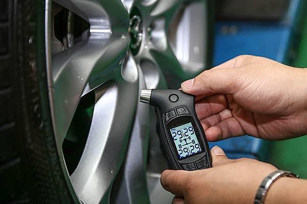 赤炎炎夏日-胎壓偵測器