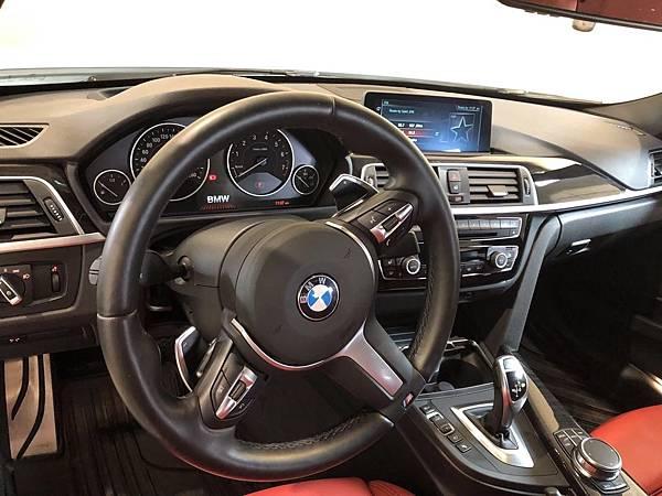2017 BMW 330i_201006_5.jpg