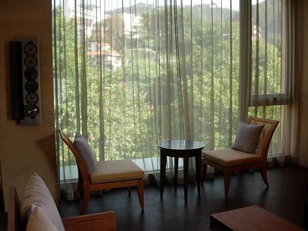 休息室窗邊