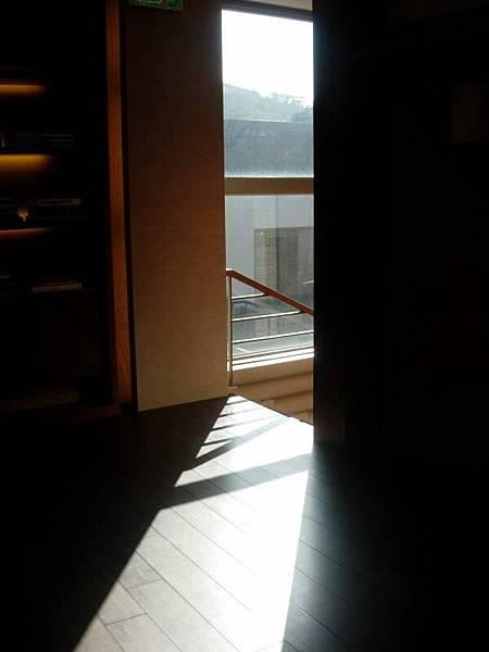 我喜歡房子有陽光篩進來的感覺~