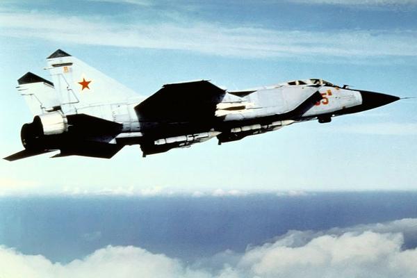 800px-MiG-31_Foxhound.jpg