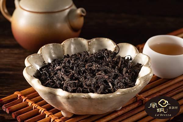 台灣烏龍茶典藏逾30年,從清新花香變換為翩然陳韻。
