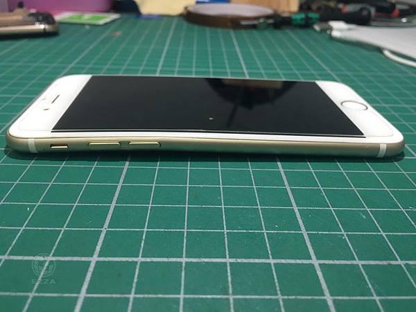 IPHONE6背蓋彎曲.jpg