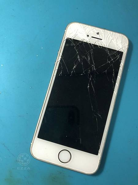 IPHONE SE破碎的面板.jpg