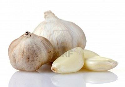 10321115-garlic-isolated-on-white