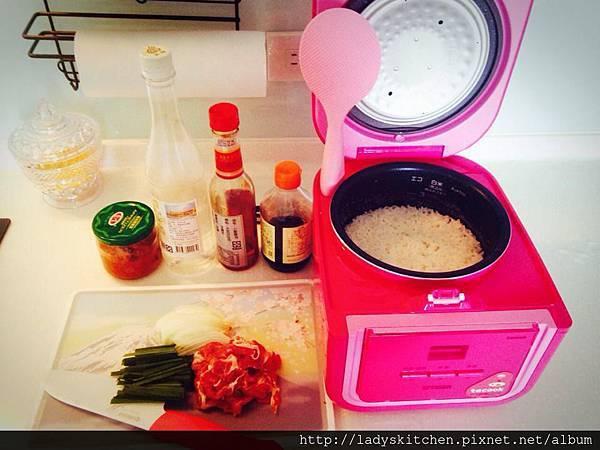 泡菜豬肉洞飯材料