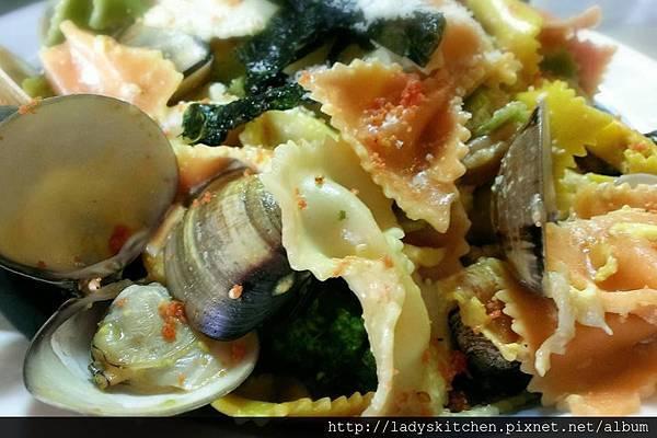 奶油蛋黃醬蛤蠣蝴蝶麵
