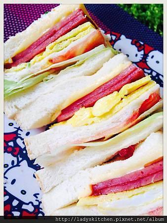 青蔬火腿起式蛋三明治