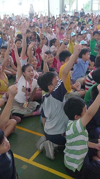 舉手搶答超熱情