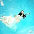 水中孕婦照