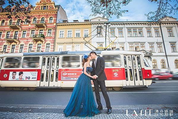 布拉格街頭親吻