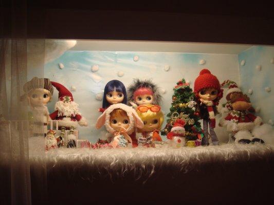 可愛的Blythe娃娃們好像在跟我們眨眼問好