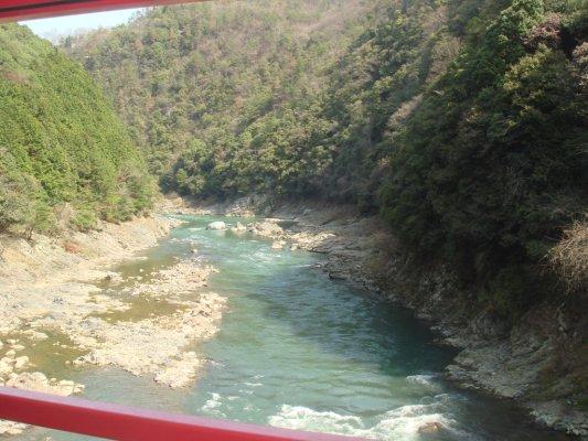 嵐山,有些人選擇和我們一樣搭Toroko,有些人則是選則搭船