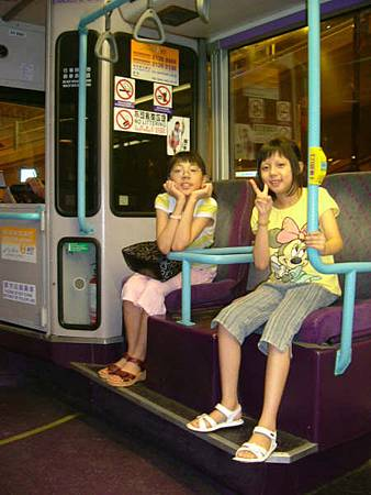 走不動了,坐公車去搭地鐵