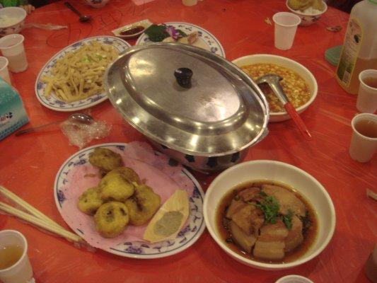 晚餐時間到,南庄三寶,香茹.桂竹筍和鱒魚全上菜