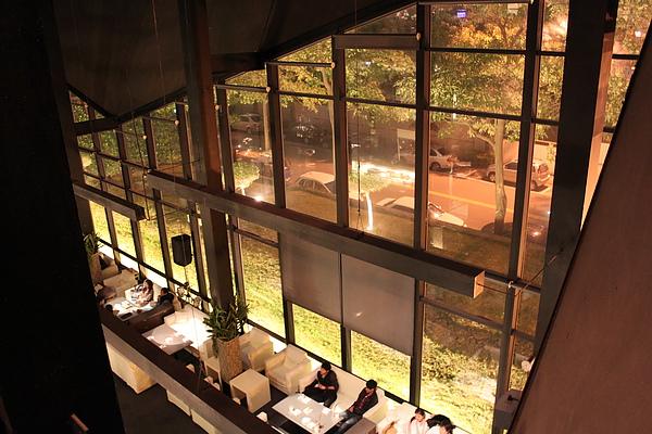 三樓的座位旁可以一覽整個視覺空間
