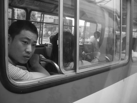 公車上的陌生男子