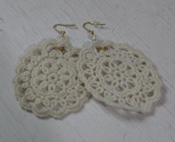 白色編織蕾絲耳環