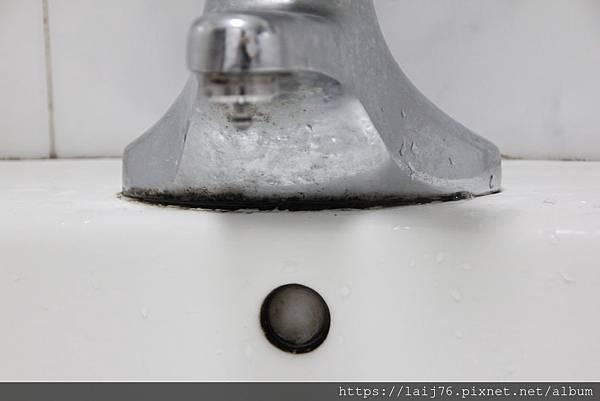 原-浴室洗手檯下方.JPG
