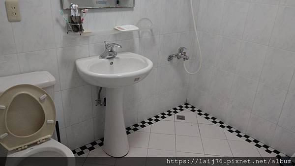 現-浴室整體.jpg