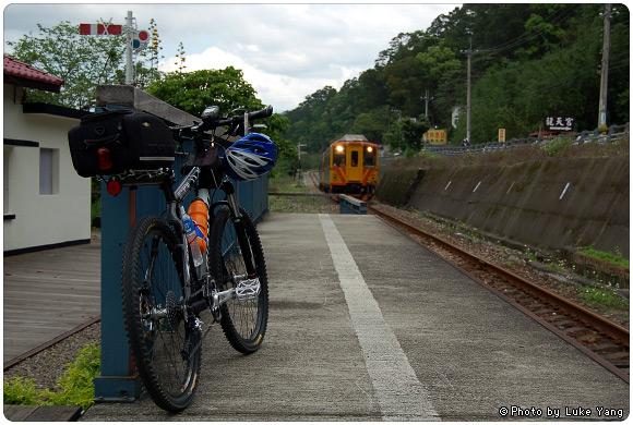 LUKE跑去合興車站拍火車