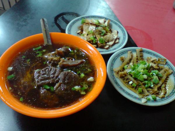 福哥的牛肉麵和小菜