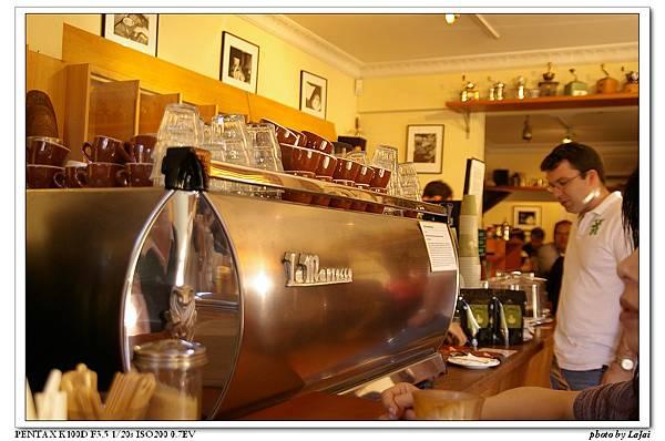 另外一台咖啡機跟收錢的地方