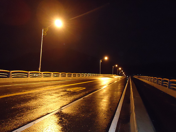 六龜大橋上的夜景