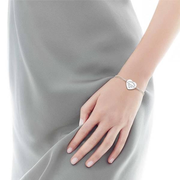 return-to-tiffanyheart-tag-bracelet-29633444_935112_SV_1_M.jpg